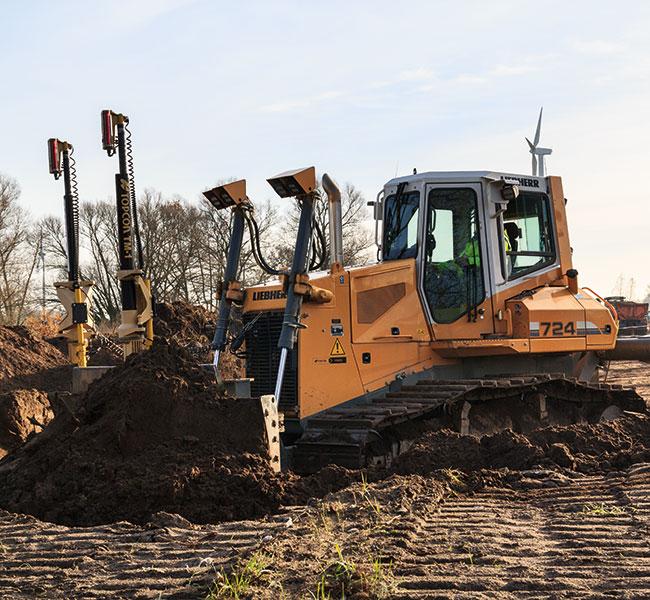 Vermietung von Planierraupen und Kettenbagger - hier unsere Liebherr PR 724 im Einsatz.