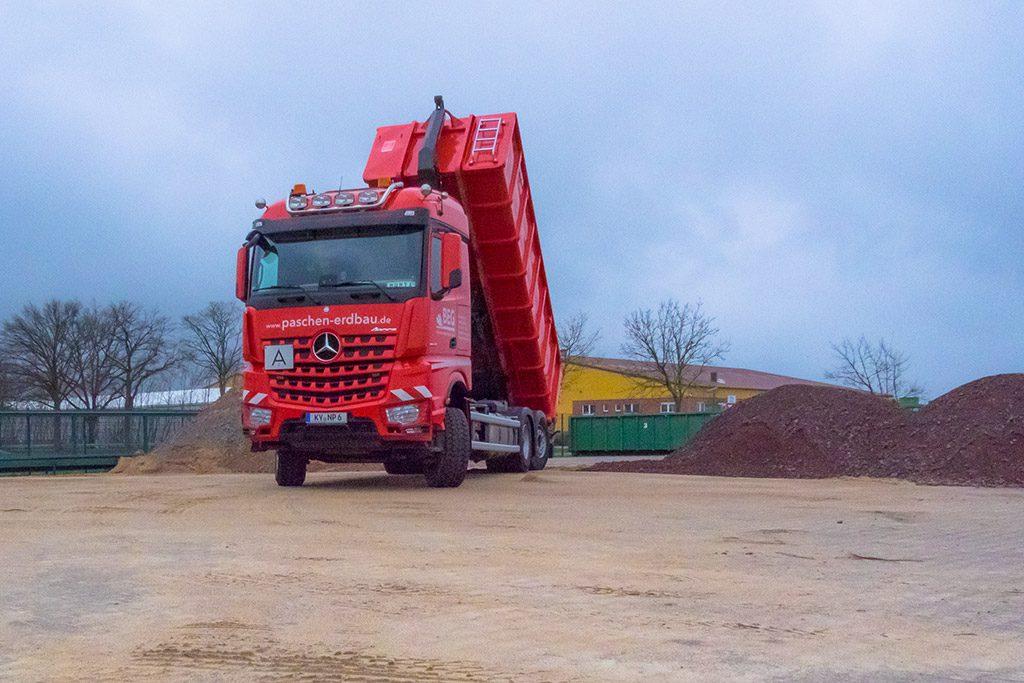 Neuer Mercedes Containerzug.