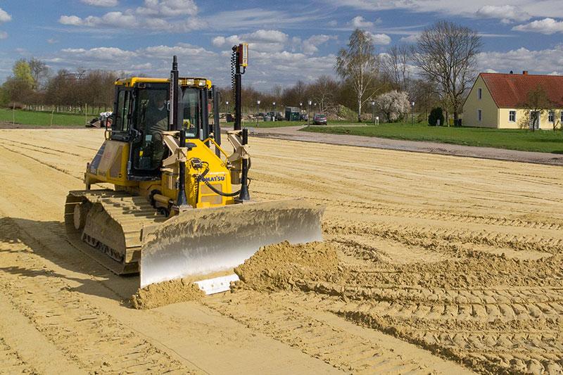 Ein Spezialgebiet im Erdbau ist der Reitplatzbau, dazu werden verschiedene Schichten verbaut, unter anderen ein spezielles Sandgemisch.
