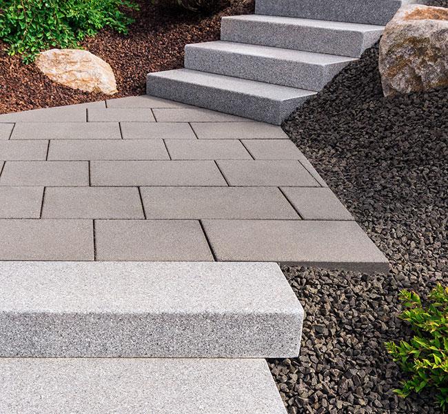 Mit Treppen gestalten gehört zu unserem Angebot bei den Pflasterarbeiten.