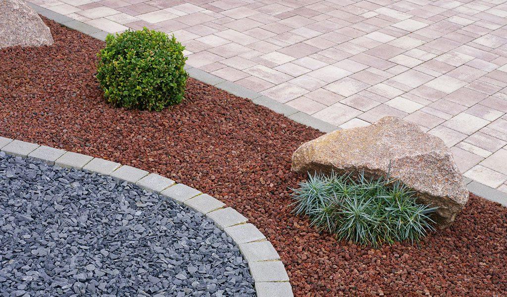 Effektvolle Gartengestaltung, bei den Pflasterarbeiten gelingt dies durch Formen und verschiedenen Materialien.